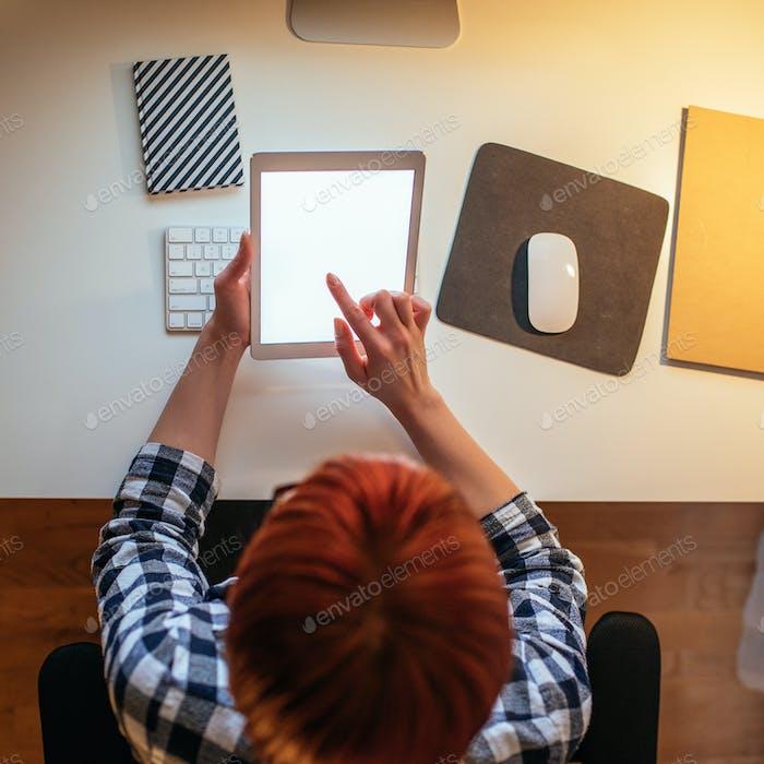 Mantenerse en la cima del administrador del hogar con tecnología moderna