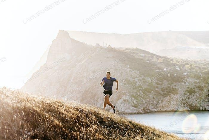dynamisches Laufen bergauf