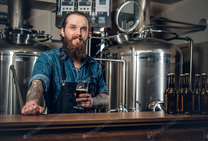 A man presenting beer in the microbrewery.