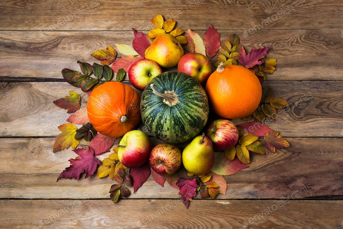 Thanksgiving centerpiece with orange and green pumpkins