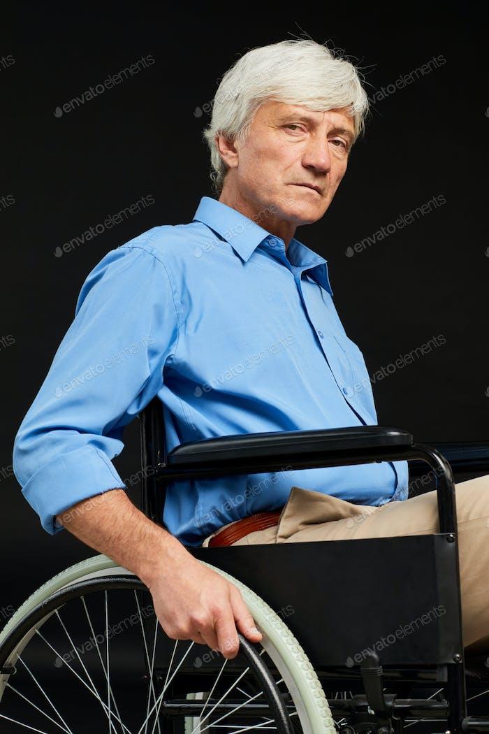 Senior Mann mit Behinderung