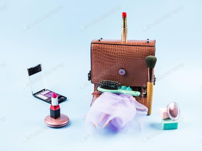 Fashion Puppe mit Kopf in Handtasche und Make-up