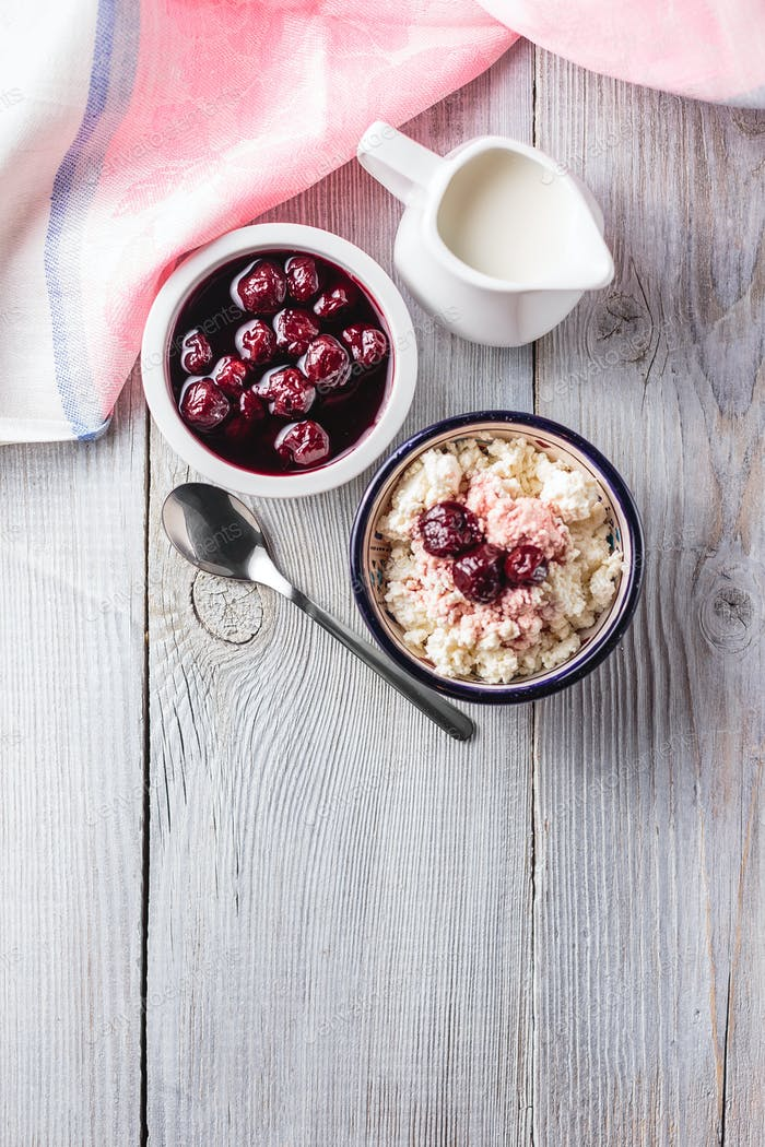 Cottage cheese with cherry jam