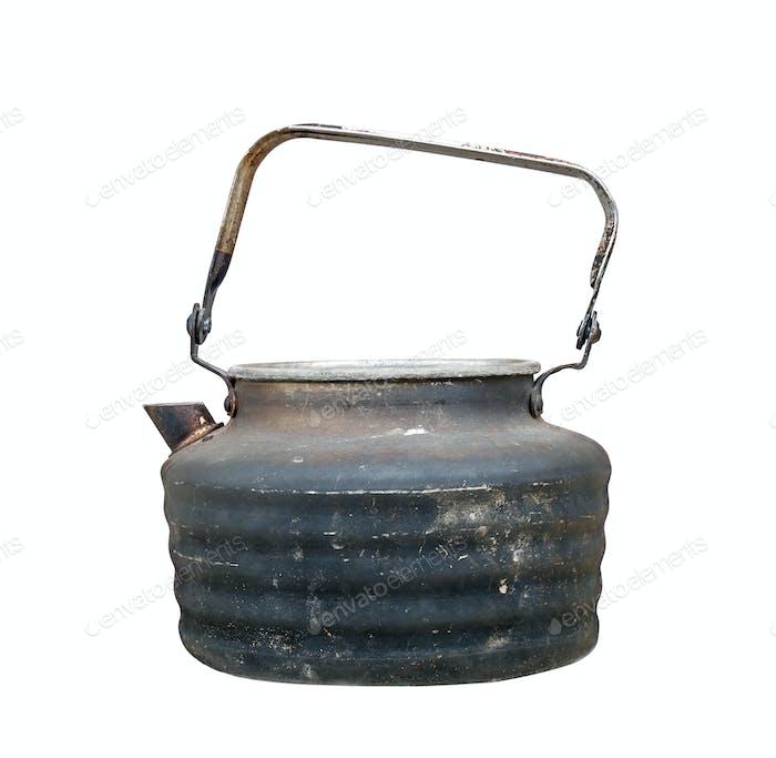 Alte gebrauchte Teekanne auf weißem Hintergrund