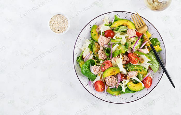 Tuna fish salad with lettuce, cherry tomatoes, avocado and red onions