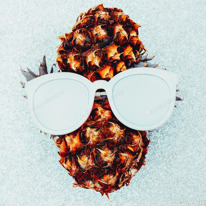 Pineapple person Minimal art idea