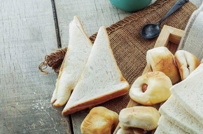 Viele Brote auf Sacklappen
