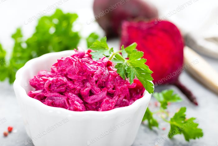 Rübensalat. Gemüsesalat von gekochten Rüben