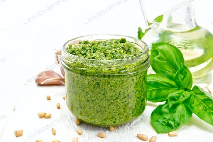 Pesto im Glas an Bord