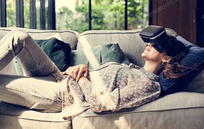Menschen genießen Virtual Reality Brille