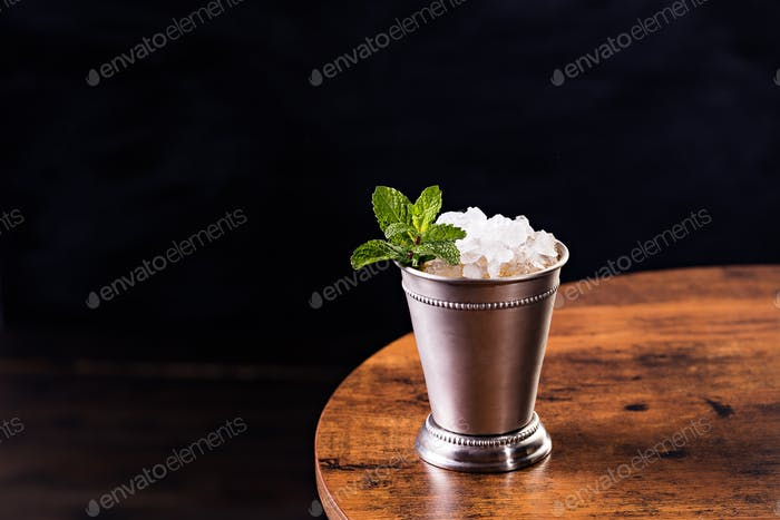 Refreshing Bourbon Mint Julep Cocktail