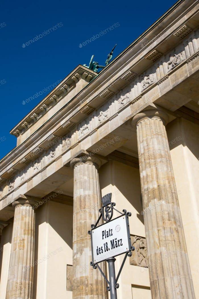 Brandenburger Tor und Straßenschild
