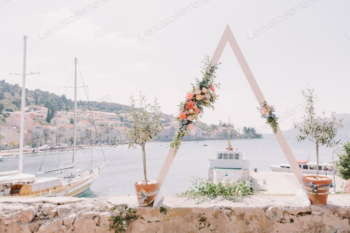 Destination Hochzeitsbogen mit Meerblick in Europa