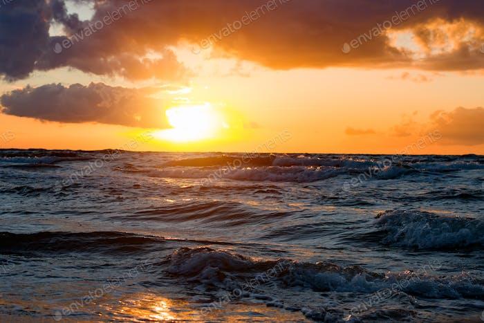 Meer Küste bei Sonnenuntergang