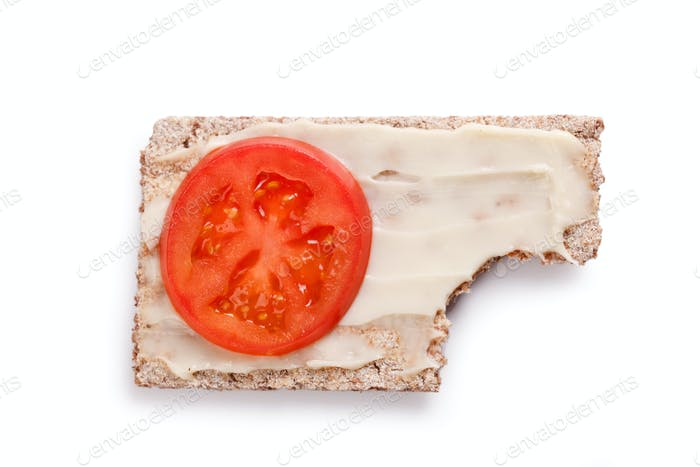 crispbread with tomato