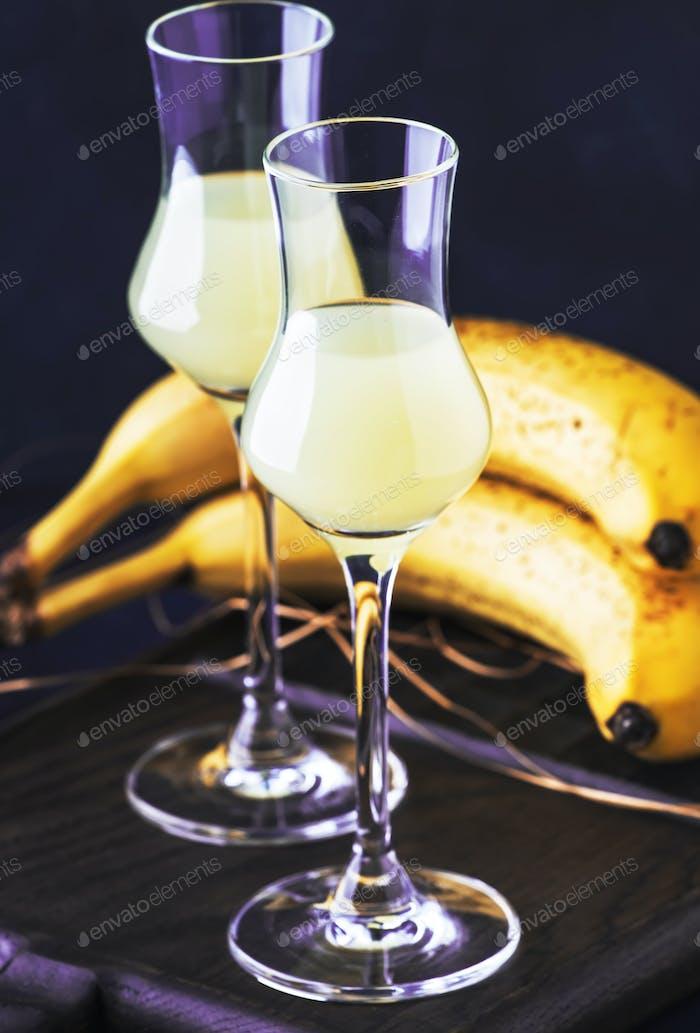 Gelber Bananenlikör