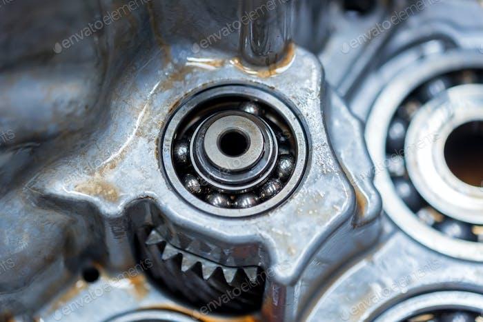 Gebrochenes Kugellager im Auto Automatikgetriebe