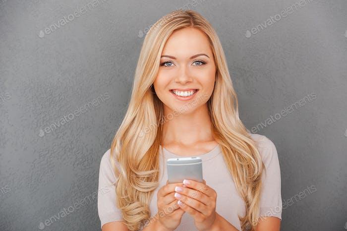 Belleza con teléfono inteligente.