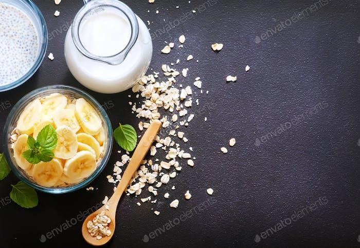 milk with chia seeds and banana