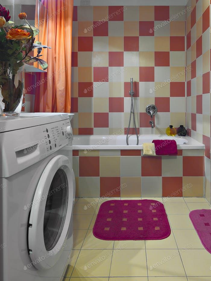 Interior de baño moderno con lavadora