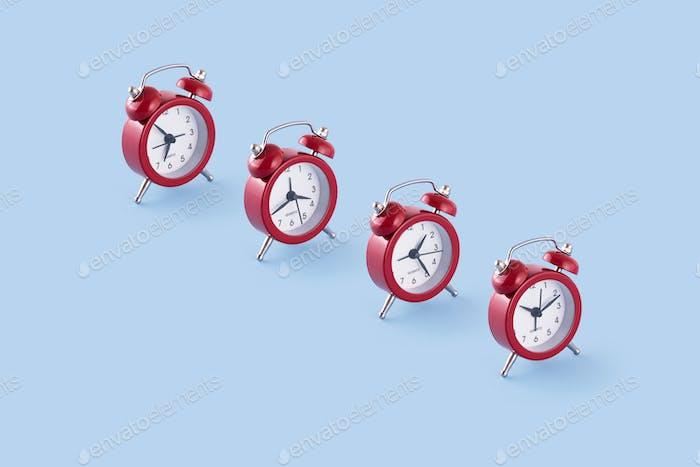 Klassische rote Uhren