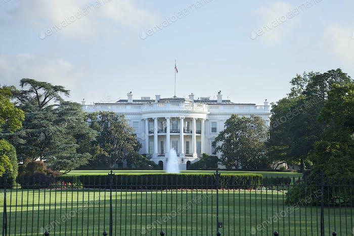 Das Weiße Haus von der Südseite betrachtet