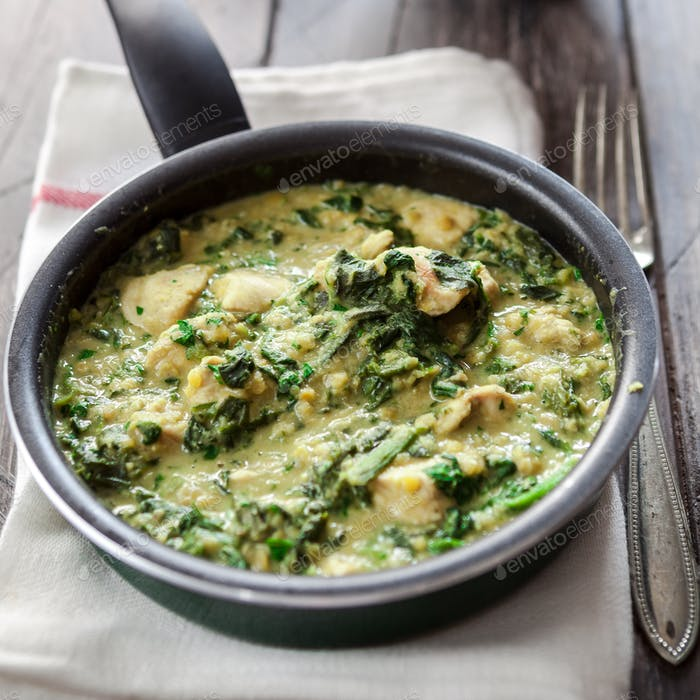 Chicken with curry, spinach and lentils