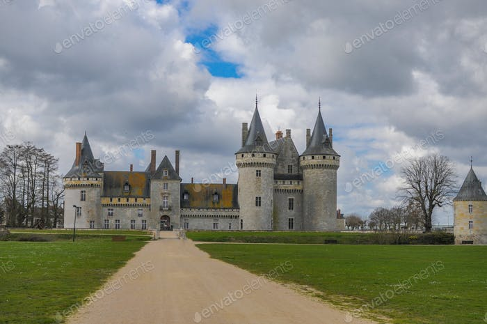 Great view on the Chateau of Sully Sur Loire