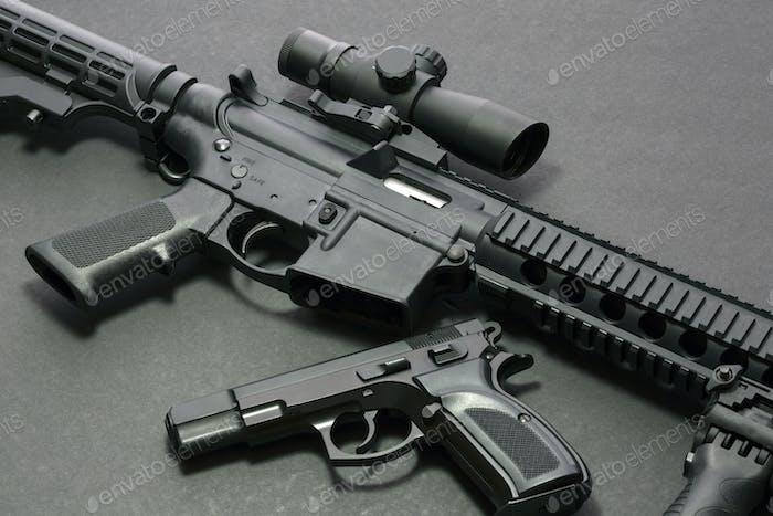 Pistole mit Gewehr