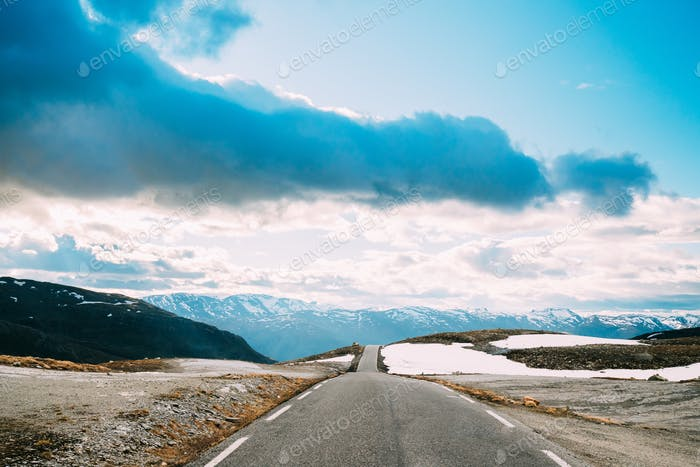 Аурландсфьелле, Норвегия. Открытая дорога Aurlandsfjellet. Живописный маршрут дороги