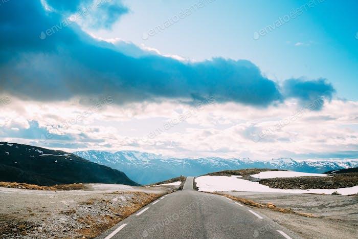 Aurlandsfjellet, Norwegen. Offene Straße Aurlandsfjellet. Landschaftlich reizvolle Route