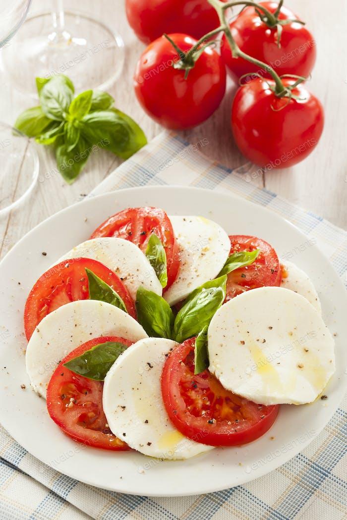 Hausgemachter Bio-Caprese-Salat