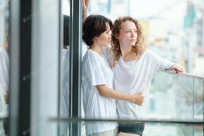 Umarmen lesbisches Paar