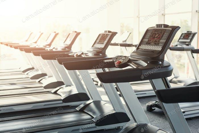 Moderne Fitnessstudio Innenausstattung, Laufband Bedienfelder für Karte