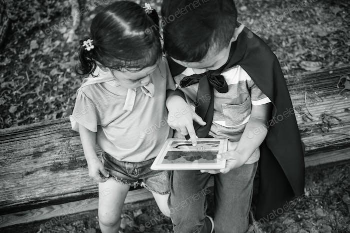Kleinkind-Bildung Digital Kids Kinder Adorable Konzept