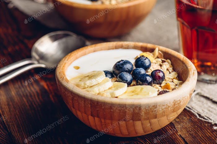 Granola with Banana and Blueberry.