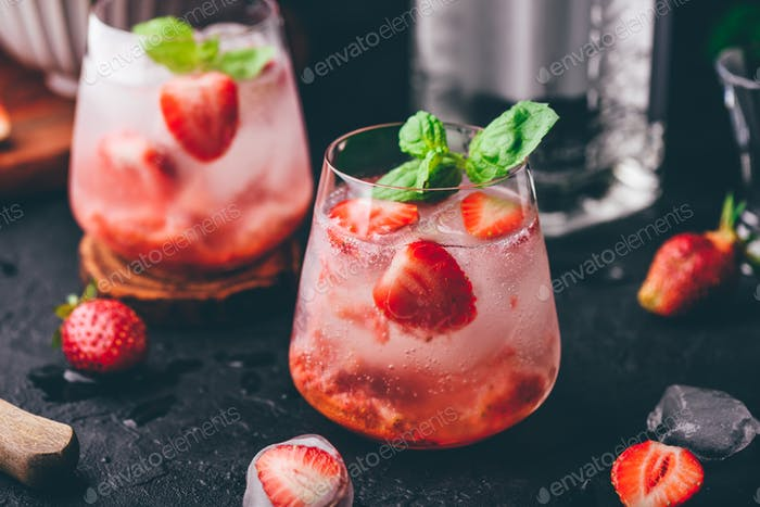 Cocktails with strawberry, gin and tonic