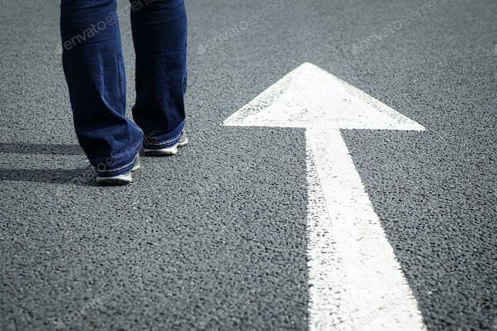 Folgen Sie dem Richtungspfeil