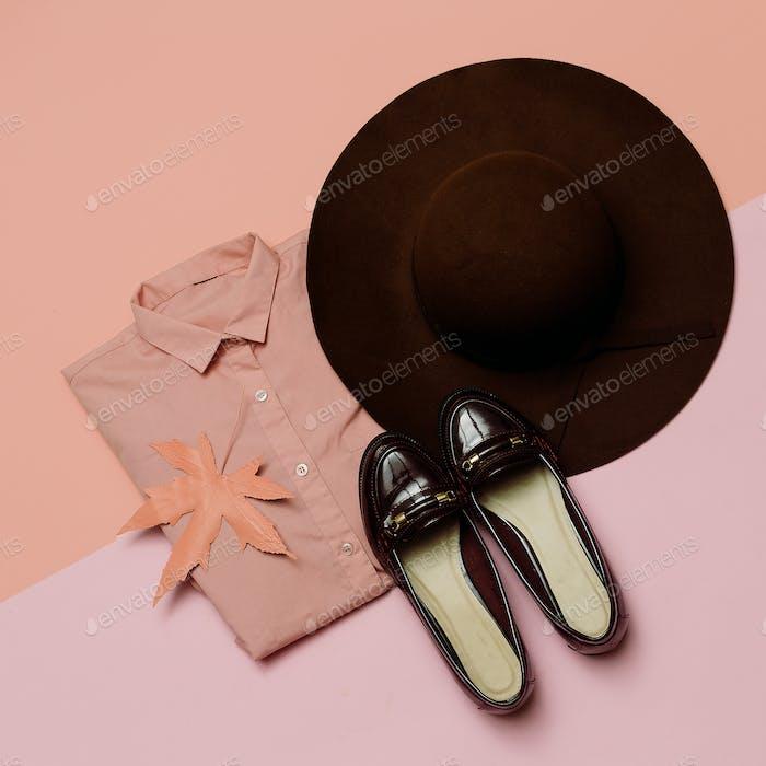 Stilvolles Kleidungsset. Frühling. Zubehör Hut und Vintage Schuhe