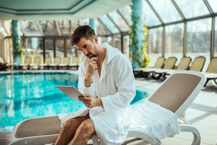 Online surfing by the spa