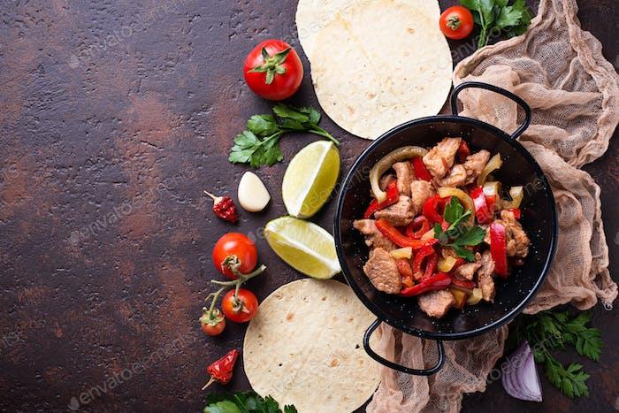 Fajitas mit Paprika zum Kochen mexikanischer Tacos