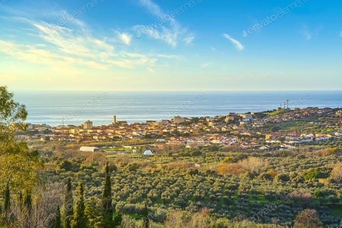 Vue de destination San Vincenzo au coucher du soleil. Maremme, Livourne, Toscane, Italie.