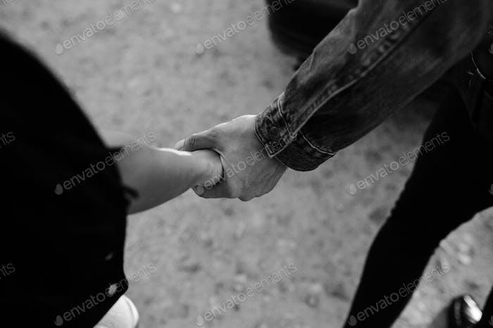 женские и мужские руки вместе