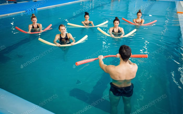 Instructor and female group, training in the pool