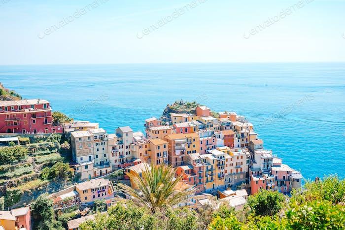 Herrlicher Blick auf das schöne Dorf Manarola in der Cinque Terre Reserve