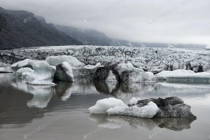 Icebergs in Fjallsarlon glacial lagoon