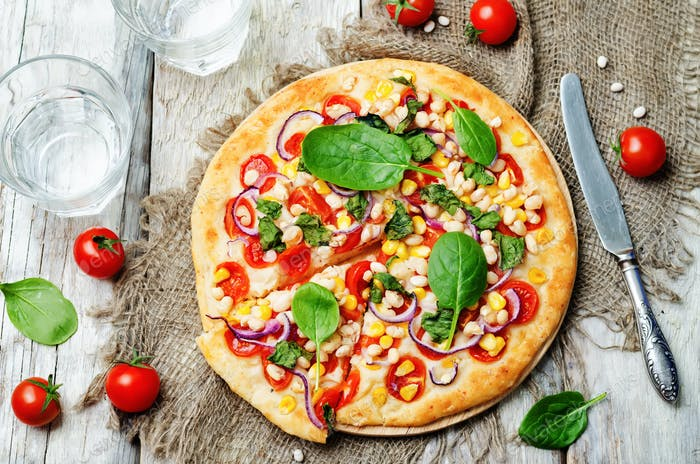 white beans, spinach, corn and tomato pizza with white beans cru