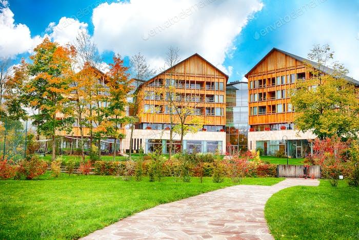 Malerische Herbstszene von Altausseer Dorf.