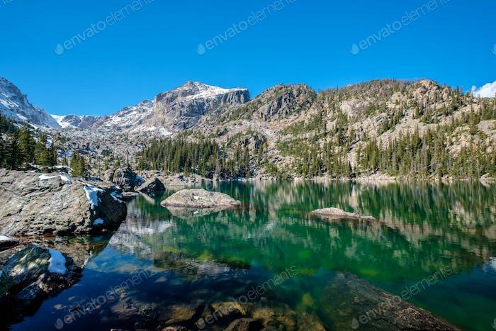 Lake Haiyaha, Rocky Mountains, Colorado, Vereinigte Staaten von Amerika.