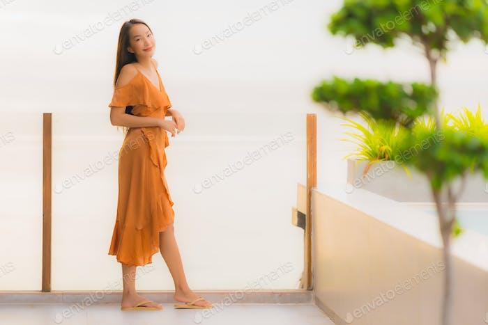 Porträt schöne junge asiatische Frau Lebensstil glücklich Lächeln mit